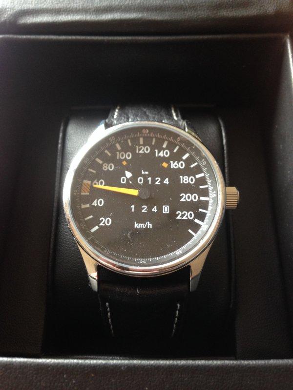 Tacho Uhr 220 km/h