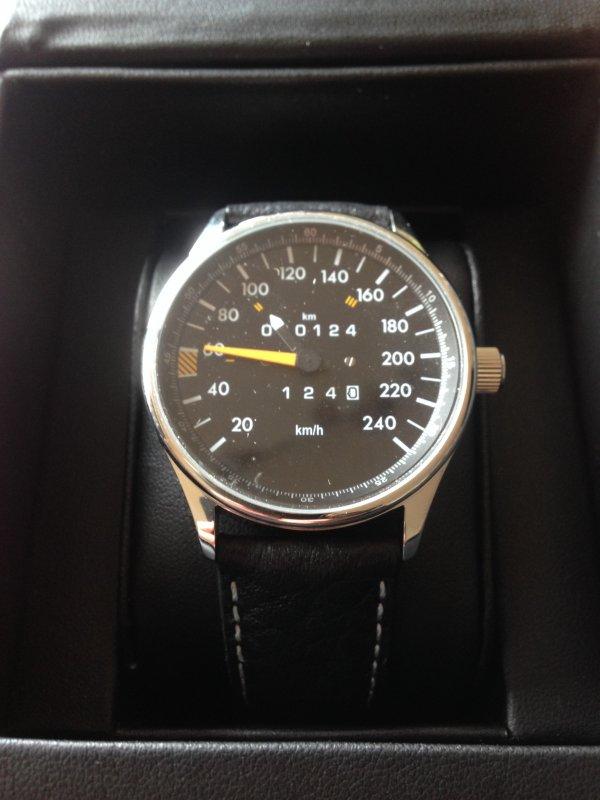 Tacho Uhr 240 km/h
